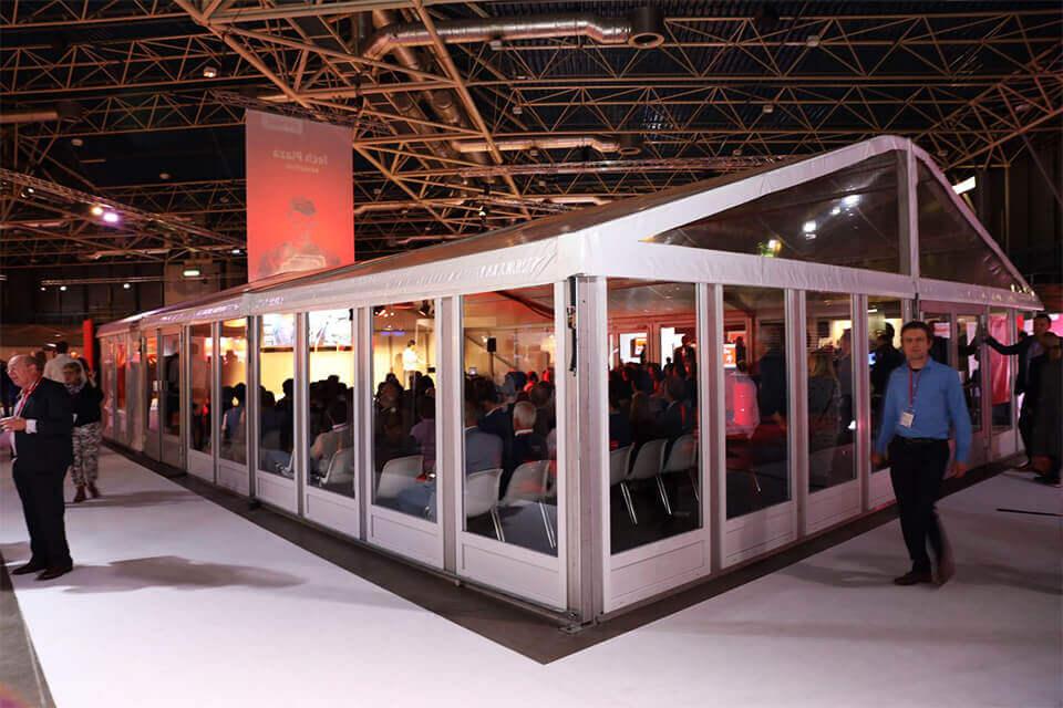transparante tent binnen evenement